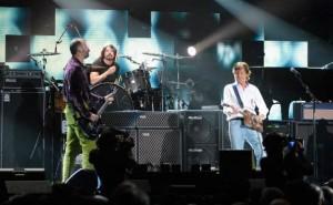 Пол Маккартни спел с участниками Nirvana на 12-12-12 новую песню (смотреть видео)