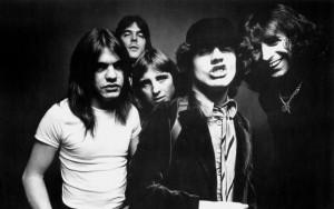 Скончался один из основателей рок-легенды AC/DC Малколм Янг