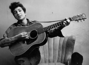 Гитару легендарного Боба Дилана продали на аукционе за 396 500 тыс. долларов